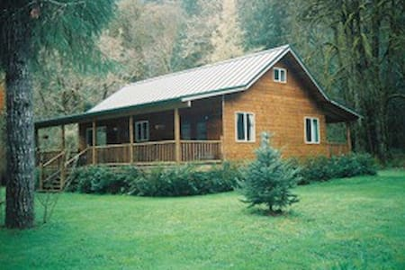 Coast Mtn. Cedar Home on Creek - Walton - House