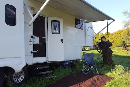 Spacious Self-Contained Private RV Home - Winters - 露营车/房车