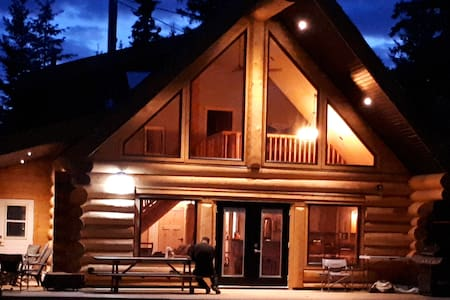 Luxury Lakefront Log Home on Sheridan Lake B.C.