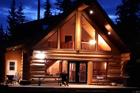Luxury Lakefront Log Home on Sheridan Lake B.C.
