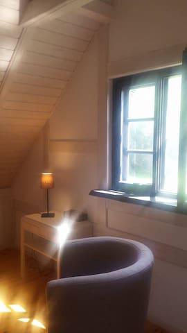pokój otwarty na piętrze