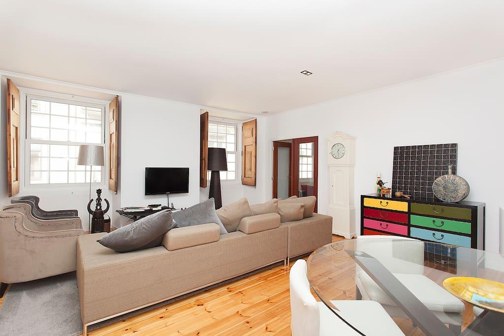 chambre en b b avec salle de bain priv e au centre de lisbonne chambres d 39 h tes louer. Black Bedroom Furniture Sets. Home Design Ideas
