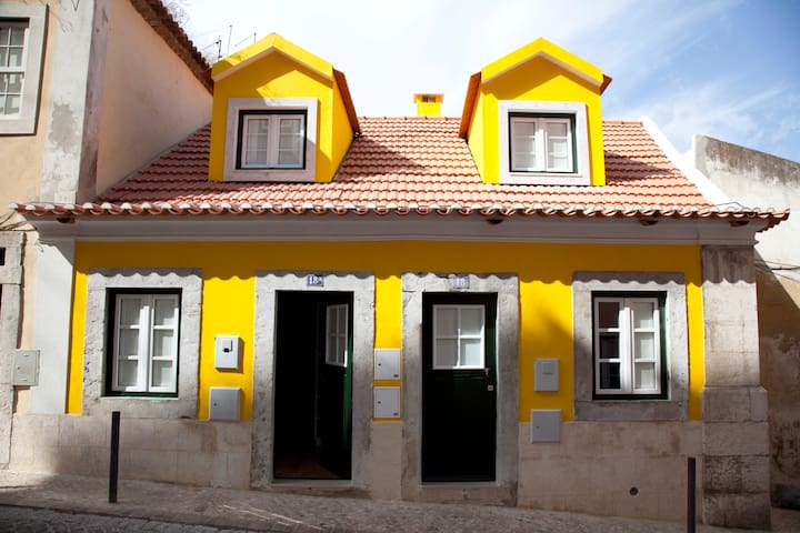 Typical house in the Castle - Mouraria in Romance - Lissabon - Hus