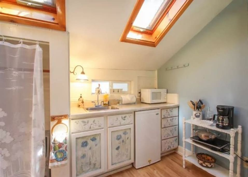 Cute kitchenette that provides the essentials for the inner chef.