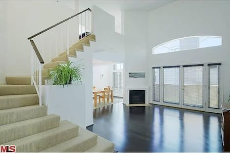 Stunning Loft in Brentwood  - Los Angeles - Loft