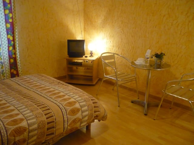 Chambre 14m2, Bourgogne, 8min Mâcon, proche A6-A40