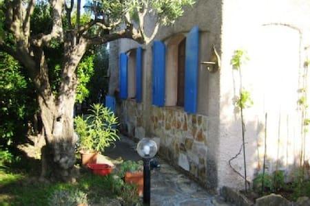 gorgeous flat in authentic villa - Roquefort-la-Bédoule - Huoneisto