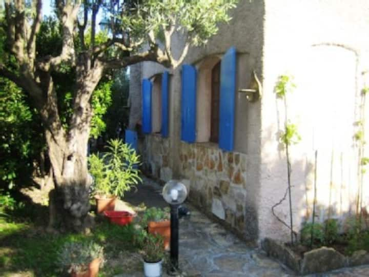 gorgeous flat for 6 in authentic provence villa