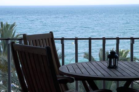 Apartamento con vistas al mar, primera línea playa