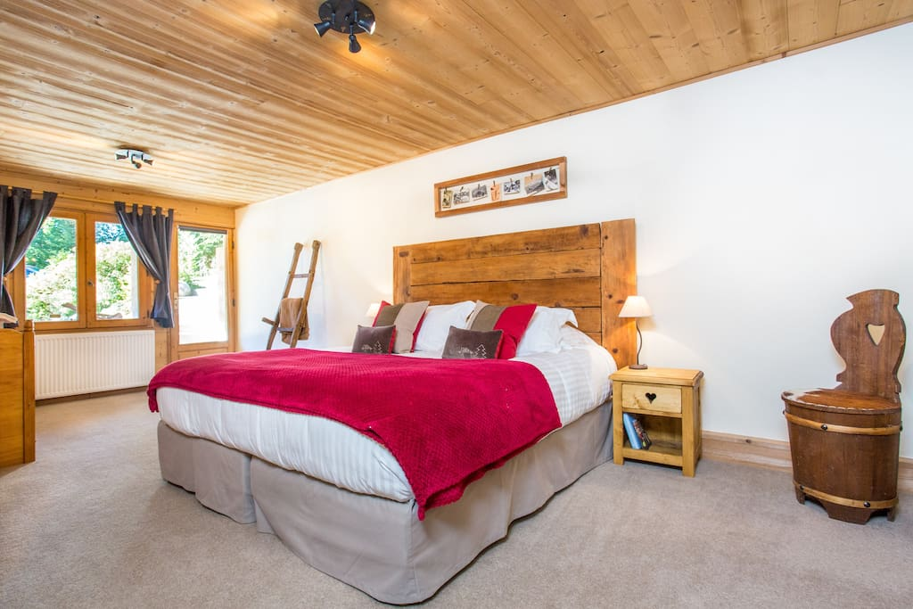 Owl family suite; Double or twin, with 2 optional single beds, Bath and shower ensuite