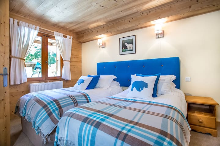B&B Bedroom in an alpine chalet, Chatel (Bear)