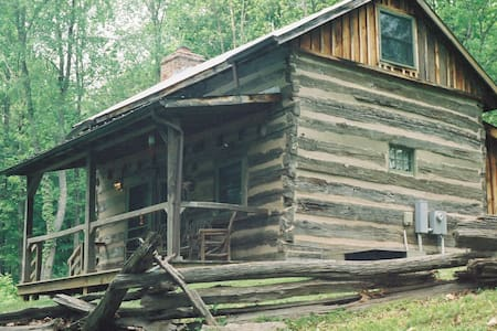Adventure in c.1775 Log Cabin! - Lexington - Chalet