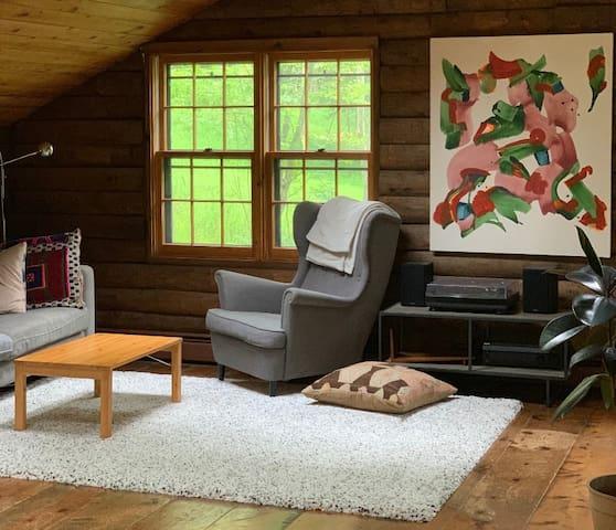 Charming Modern Log Cabin Retreat