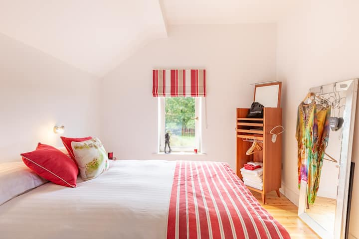 Fuscia Suite @ Tigh Riasc Ballyferriter Dingle