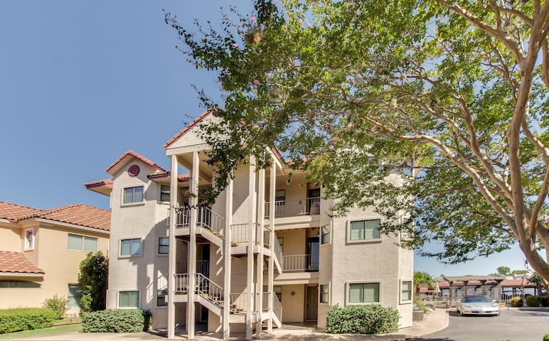 Lakefront condo with a patio, and a shared pool - close to golf!