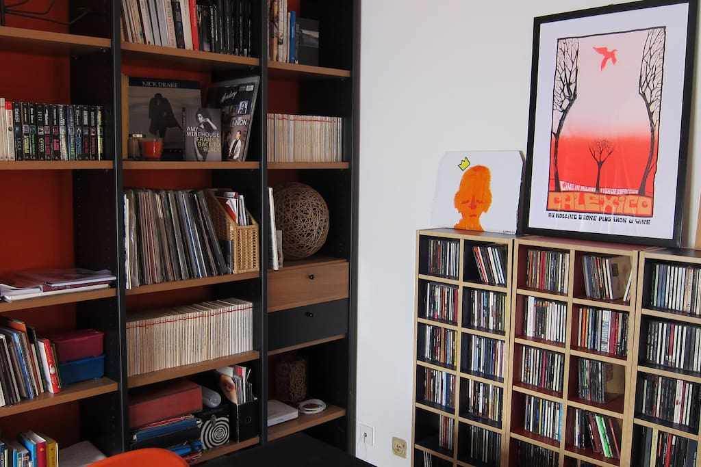 Living room: the record collection is at your disposal