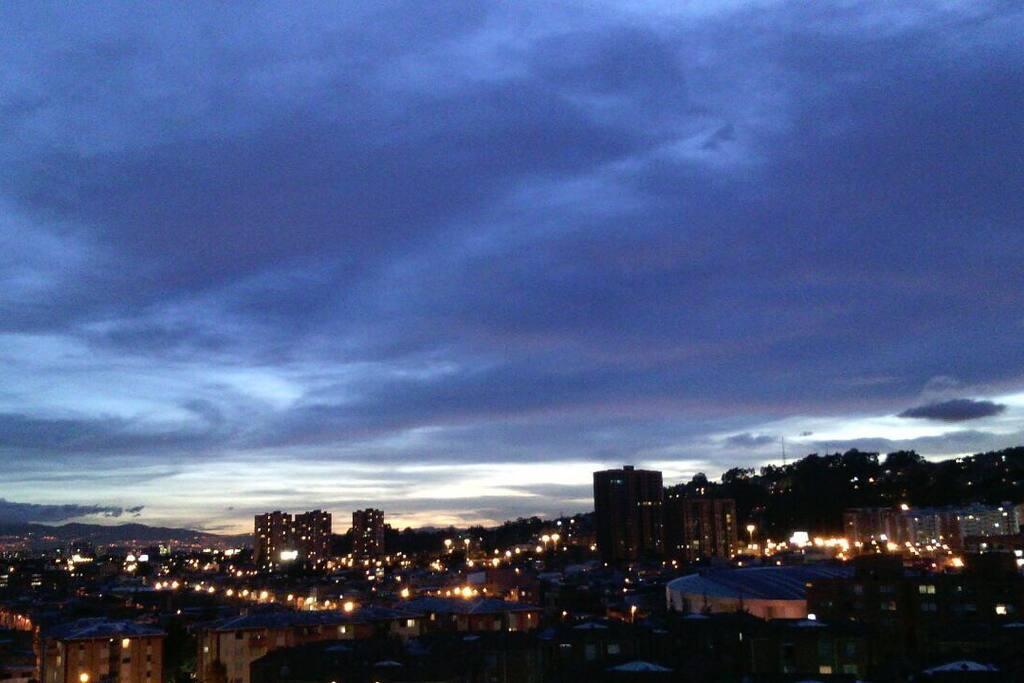 Vista desde el apartamento, esta en un 11 piso. Las noches son un espectáculo!!! Excelent View!!
