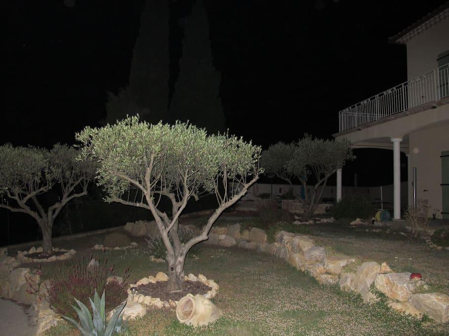 Côté parking vue de nuit