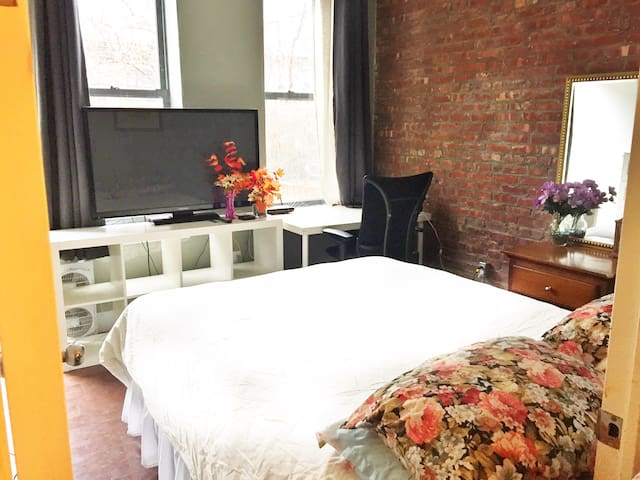 Private Master Bedroom w/Garden 14 min to Union Sq