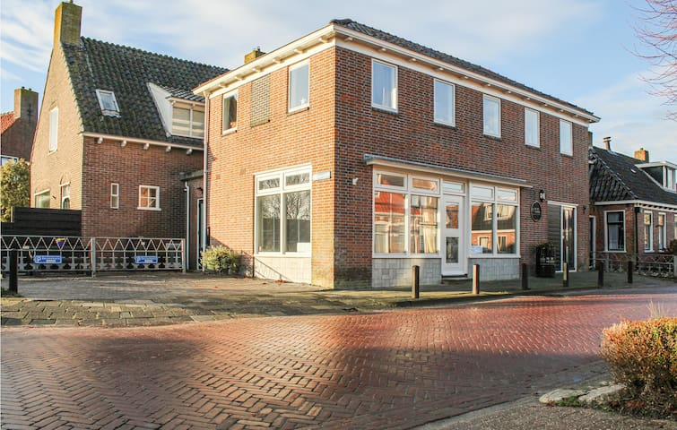 Holiday cottage with 5 bedrooms on 160m² in Paesens
