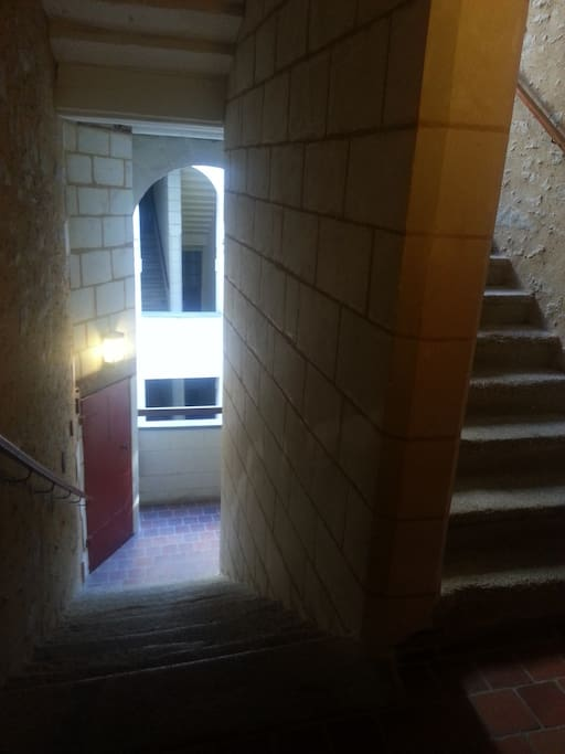 Escaliers en pierre, appartement au 2ème étage