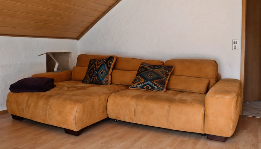 Das gemütliche Sofa ist ein Ruheplätzchen zum Entspannen und ausruhen