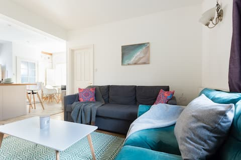 The Great Clarendon Lodge - Stylish 4BDR Home
