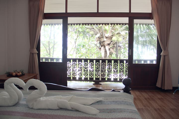 ★Comfy Sea Front Studio on Haad Yao Beach