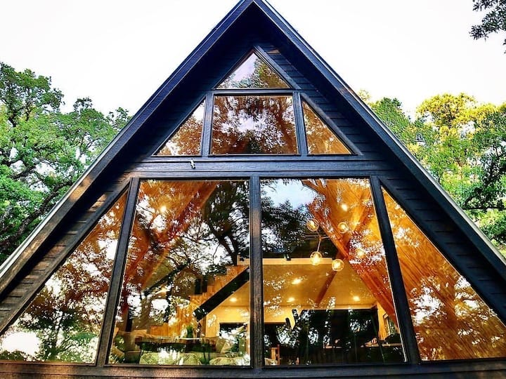 Large A-Frame in Nature, minutes from Main