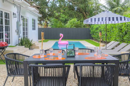Secluded Luxe Home Near Groceries, POOL OPEN!