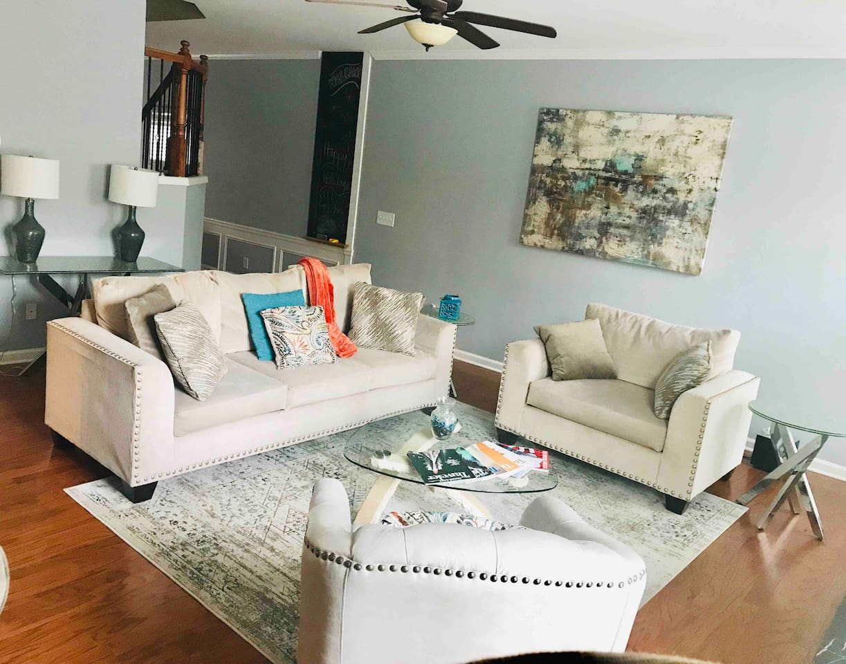Comfortable, intimate, stylish living room with seating for 6. Enjoy the leather swivel chair and engage with guests in the dining room.