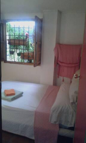 Albayzín/WiFi/Patio/Good Breakfast - Granada - Bed & Breakfast