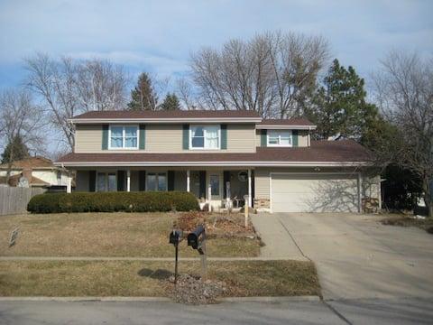 Quiet West Des Moines neighborhood home