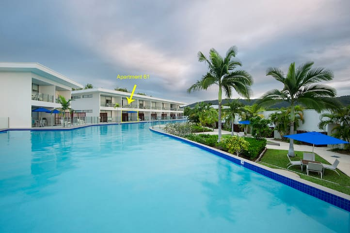 Pool Resort Unit 61 swim out, short walk to beach