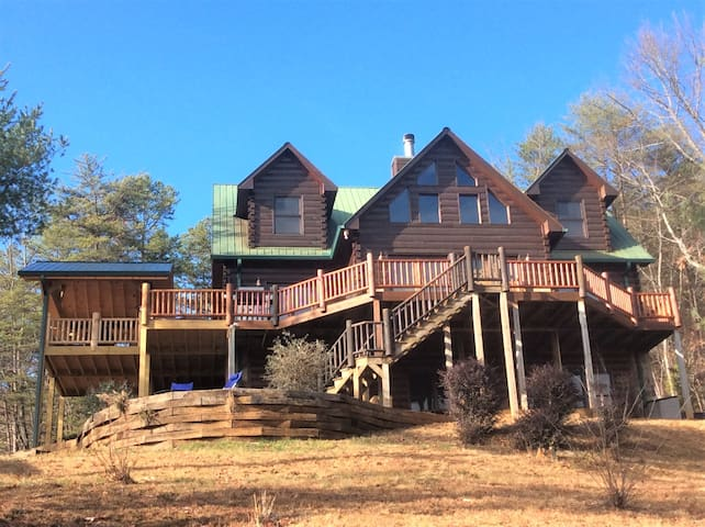 TOTALLY Private 5BR Luxury Lodge w/Stunning Views! - Ellijay - Huis