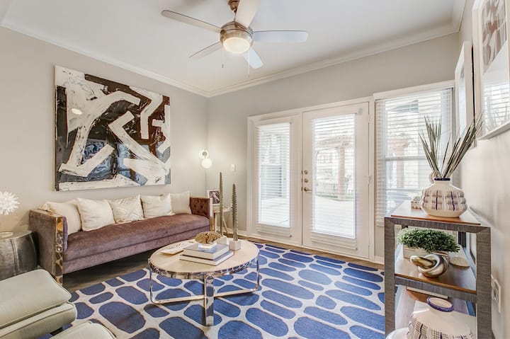 Your home away from home | 1BR in Dallas