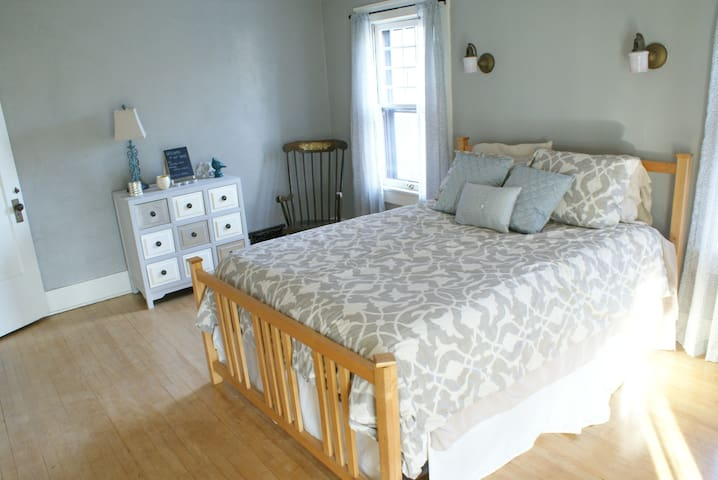 Spacious, Comfy Guest Room - Joplin - House