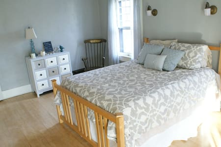 Spacious, Comfy Guest Room - Joplin