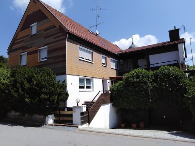 Zweibettzimmer mit Balkon auf dem Land