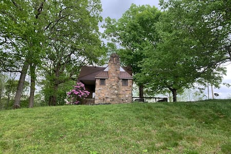 Historic Crossville Farmhouse with a Mountain View
