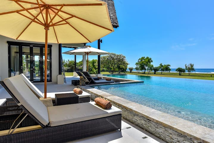 Bali Il Mare - Private LUXURY BEACH FRONT Villa