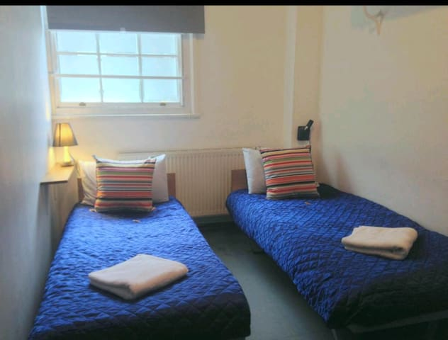 PRIVATE TWIN ROOMS