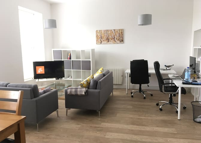 Modern, Luxury, Bright City Centre Apartment - Cork - Huoneisto