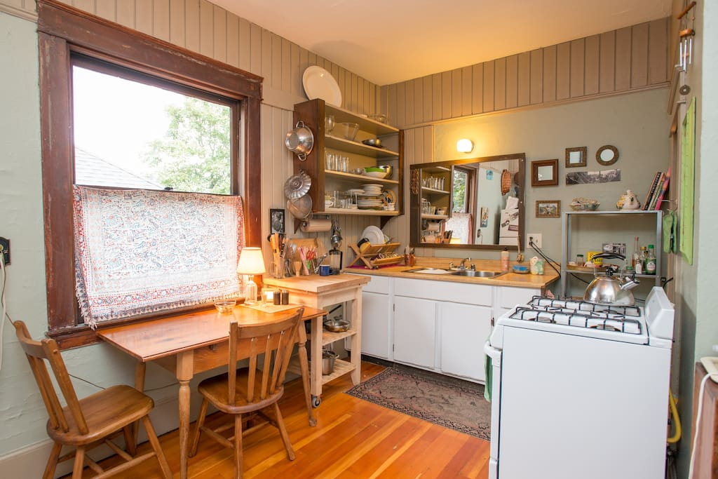 Shared kitchen is fully equipped and all the guests do a great job of cleaning up as they go.