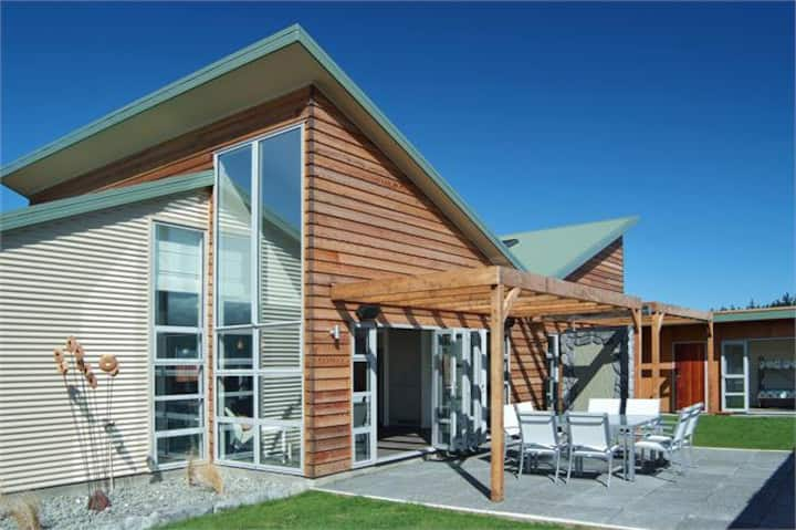 Stunning KAIKOURA modern Eco Home