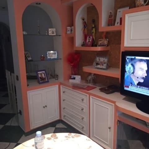 Habitación a 10 minutos de Sevilla capital.