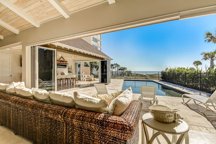 Luxury Oceanfront Home, Pool and Stunning Sunrises
