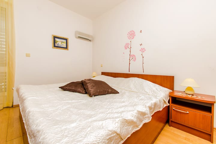 Spacious room for 2 in Cavtat
