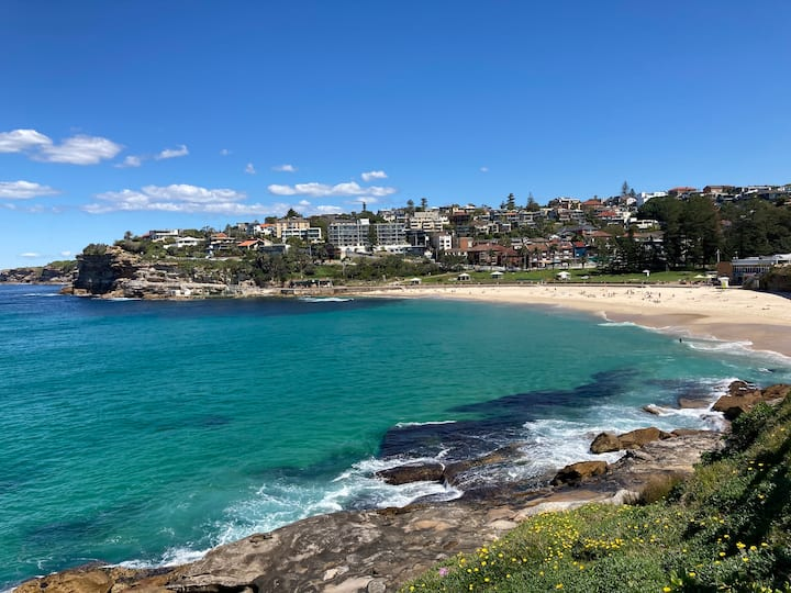 A cozy & quite one bedroom close to Bronte Beach