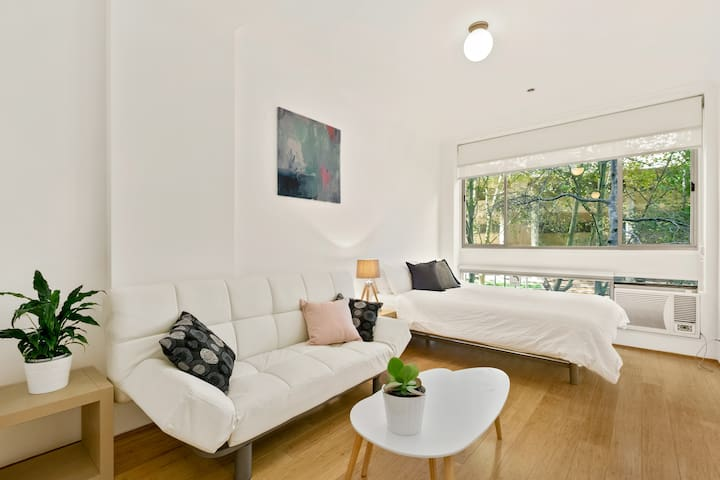 Spacious Modern Studio in the heart of Surry Hills